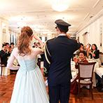Anniversary. An EBISU(アニバーサリー アン 恵比寿):敬礼でのお色直し後は全員とふれ合いを満喫。ピアノの音色やクオリティの高い料理は、幸せの記憶を刻んだ