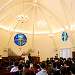 北野異人館 旧クルペ邸:神戸北野のシンボルとして愛される、本物の教会。パイプオルガンの音色が響く白い空間で、永遠の愛を誓った