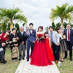セントレジェンダ OKINAWA(CENTLEGENDA OKINAWA):離れて暮らす家族や友人との絆を確かめる演出に思わず笑顔。テラスの緑や海をバックにたくさん写真を残した