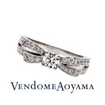 ヴァンドーム青山_幸せな愛の象徴、リボンをモチーフにした華やかななエンゲージリング