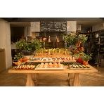THE GARDEN GINZA:オープンキッチンを前に、センス光るエンターテイメントビュッフェを