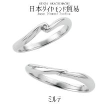 日本ダイヤモンド貿易_ミルテ|おふたりの手と手で包み込んで温める姿