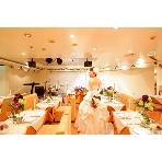 PartySpace COSMOS(コスモス):100名全席からメインテーブル見えるレイアウトなので、一体感抜群で盛り上がりのあるパーティになるはず!
