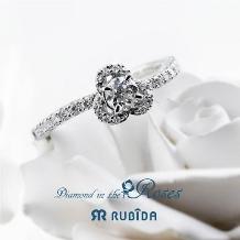 Jewel TSUCHIYA(ジュエル ツチヤ):花びらにふんわり包まれた華麗な婚約指輪ルビーダ「ダイヤモンド イン ザ ローズ」
