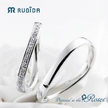 Jewel TSUCHIYA(ジュエル ツチヤ):ナチュラルなウェーブが人気の結婚指輪ルビーダ「ダイヤモンド イン ザ ローズ 」