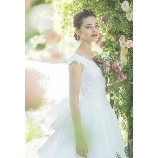 GRANMANIE (グランマニエ):【ウラニア】神聖なチャペルにふさわしいロングトレーン誰からも愛される王道ドレス