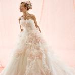 ブライダルハウスTUTU(チュチュ):【アナ】オフホワイトxベビーピンクのカラーが愛らしいウエディングドレス☆