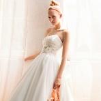 ブライダルハウスTUTU(チュチュ):【リヴォーサ】煌めきとともに柔らかく広がるスカートで、イノセントな花嫁を演出☆