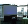 Restaurant Lounge アンクルハット:超単焦点プロジェクター、100インチスクリーン