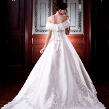 BRIDAL TowaNi(トワニ):【上品&クラシカル】洗練されたバックスタイル。美しさと柔らかさを兼ね備えたドレス