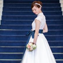 ブライトブルーのドレス情報