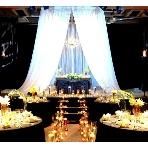 恵比寿 EastGallery:【地下/EAST GALLERY】「モード&スタイリッシュ」がテーマの会場。天井高5mの大空間で、音響や照明などの設備が充実しており、ステージではDJを呼んだパーティや生演奏も可能。キャンドルで幻想的に仕上げたり、外国映画のようなおしゃれなパーティが叶う!着席120名、立食250名収容。