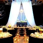 恵比寿 EastGallery:【地下/EAST GALLERY】「モード&スタイリッシュ」がテーマの会場。天井高5mの大空間で、音響や照明などの設備が充実しており、ステージではDJを呼んだパーティや生演奏も可能。キャンドルで幻想的に仕上げたり、外国映画のようなおしゃれなパーティが叶う!着席140名、立食250名収容。