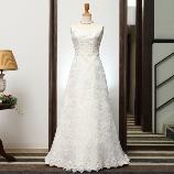 ONDE ROSSO BRIDE(オンデロッソ・ブライド):スレンダーラインのウエディングドレス