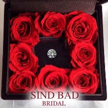 SIND BAD_サプライズプロポーズに対応!ダイヤモンドでプロポーズ!バラのケースプレゼント!