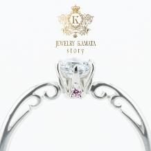 JEWELRY KAMATA story_ツタ模様とピンクダイヤがアクセントの婚約指輪