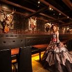 BeeRUSH UMEDA:レストランフロアでもスペースを広く取っておりますので、新郎新婦様もご自由にお好きな所へ行って頂けます!