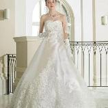 Bridal HIRO(ブライダル ヒロ):【HIRO】ロングトレーンと立体感あふれる刺繍が魅力のエレガントドレス