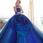 Bridal HIRO(ブライダル ヒロ):【HIRO】鮮やかなグラデーションブルーが目を引くKIYOKOHATAドレス