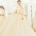 ブライダルHIRO(ブライダル ヒロ):【KIYOKO HATA】祝福のコンフェッティが舞う瞬間を表現したドレス