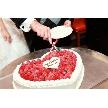 恵比寿 bERGAMO(ベルガモ):ベリーハートタイプのケーキです。専属パティシエが作ったベリーいっぱいのケーキです。こちらのケーキは約50名様分のサイズ。二人のお名前入りでお届けします。詳しくはスタッフまで!