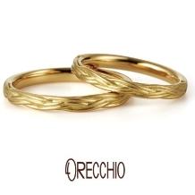 ORECCHIO(オレッキオ):ヴィーヴォ ~シンプルな中に動きのある三つ編みのようなデザインが特徴の結婚指輪