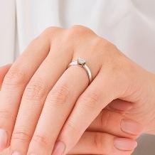 ORECCHIO(オレッキオ):【本誌掲載中】<pipi~ピピ>婚約指輪 PE‐1404