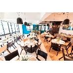 Restaurant CAFE GARB(カフェガーブ):お昼間からの1.5次会にぴったり!モダンなフロアにナチュラルアンティークな雰囲気をだして。。