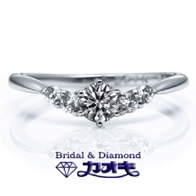 KAOKI(カオキ):しっかりダイヤモンドのV字リングは、豪華な中にも女性らしさ☆