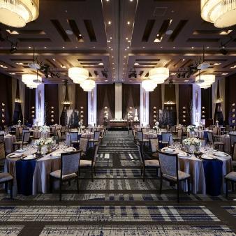 グランディエール ブケトーカイ:【ワンランク上の贅沢空間】天井高6.5m!開放感溢れる披露宴を