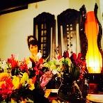 Asian Dining Ajita(アジータ):バリ島の職人が製作した2mのウェディングチェア。お花の持ち込みもOK!
