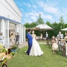 ローズガーデン/ロイヤルグレース大聖堂:開放的ガーデンで叶うサマーウエディングプラン!【2021年7・8月限定】演出特典多数!