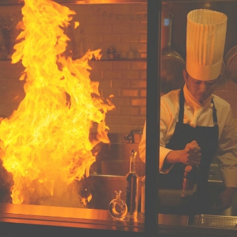 ブラン ニュー ウェディング グラントリア:【料理UP特典】ライブ調理に歓声!シェフ自慢の無料試食