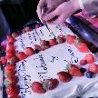 ウェディング&パーティ グレースバリ新宿店:ウエディングケーキの結婚誓約書にお二人でサイン