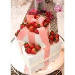 ウェディング&パーティ グレースバリ新宿店:こんな可愛らしいリボンケーキも♪
