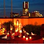 ウェディング&パーティー グレースバリ横浜:屋上テラスも貸切ればランドマークの夜景を一望!ロマンチックな夜のひとときを演出してくれるはず!
