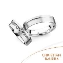 クリスチャンバウアー_ティアラの様に並べられた華やかなダイヤモンド【クリスチャンバウアー】