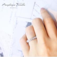 アンジェリック フォセッテ ブライダル:これは珍しい!ハート型のダイヤモンドからなるエタニティ―リング♪