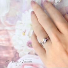 アンジェリック フォセッテ ブライダル:ハートが好きな花嫁必見!!ハート型のピンクサファイヤがあしらわれたエンゲージ♪