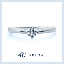 4℃ BRIDAL:【4℃ブライダル】指に寄り添うような優しいV字ライン