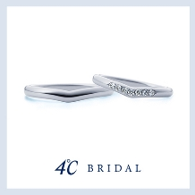 4℃ BRIDAL_【4℃ブライダル】指をすっきりと美しく魅せてくれるV字ライン