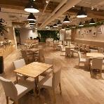 青山 Green grass Cafe:30名~200名まで対応可能!店内は広々ナチュラルな雰囲気です♪