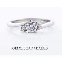 ジュエリースカラベ(GEMS.SCARABAEUS)_【アヴェク・トワ】サイドのダイヤがメインのダイヤを引き立たせる