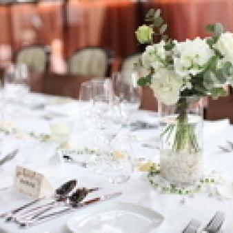 DAZZLE銀座(ダズル):【25名~40名の結婚式に】本格レストランで挙式&お食事会!