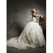 ドレス:Rua Bridal