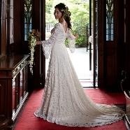 ドレス:ブライダルハウス・オエ