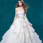 WEDDING BELL(ウェディングベル):【ISAMU MORITA(イサムモリタ)】スタイリッシュなプリンセスライン☆