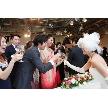 LIVING ROOM~Ratia Wedding~:ゲストの方々と近い距離での祝福の乾杯!皆様大いに盛り上がる瞬間!