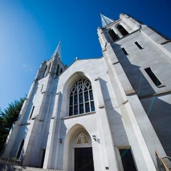 カトリック布池教会内 聖ヨゼフ館:【駅徒歩5分】都会に佇む荘厳な大聖堂!感動挙式が実現!
