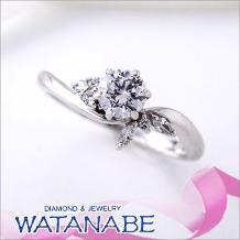 WATANABE/卸商社直営 渡辺:[WATANABE]花嫁の指元を彩るコサージュの様な可憐なデザイン